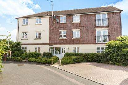 2 Bedrooms Flat for sale in Persimmon Gardens, Cheltenham, Gloucestershire