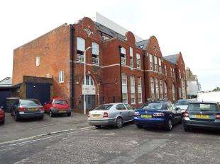 2 Bedrooms Flat for sale in Trinity Square, Margate, Kent