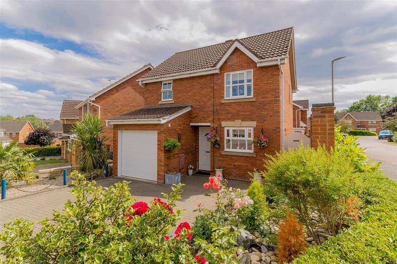 3 Bedrooms Detached House for sale in Cornfield Way, Burton Latimer