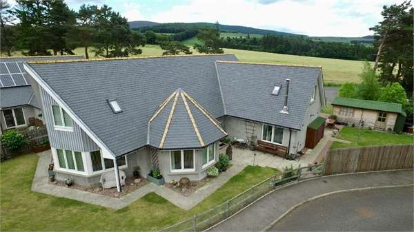 5 Bedrooms Detached House for sale in Parkhouse Close, Tarland, Aberdeenshire