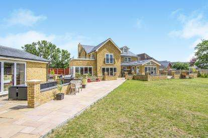 6 Bedrooms Detached House for sale in Howe Green, Chelmsford, Essex