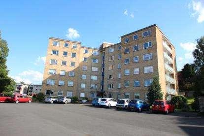 2 Bedrooms Flat for sale in Broom Cliff, 30 Castleton Drive