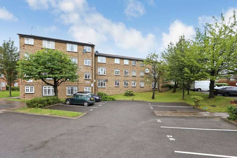 2 Bedrooms Flat for sale in Cromwell Close, London W3
