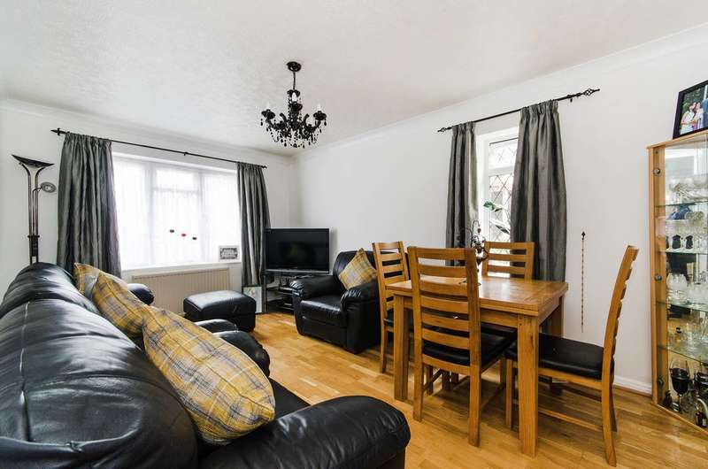 2 Bedrooms Flat for sale in Whisperwood Close, Harrow Weald, HA3