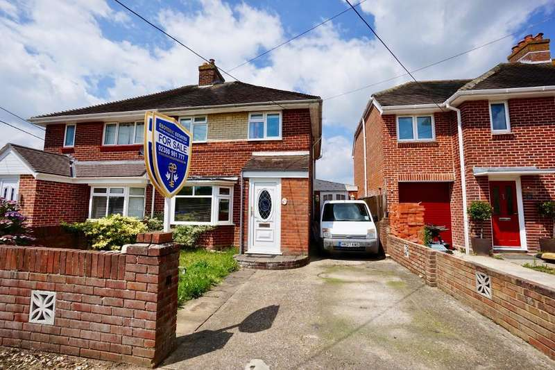 3 Bedrooms Semi Detached House for sale in The Crescent, Netley Abbey, Southampton, Hampshire, SO31 5BG