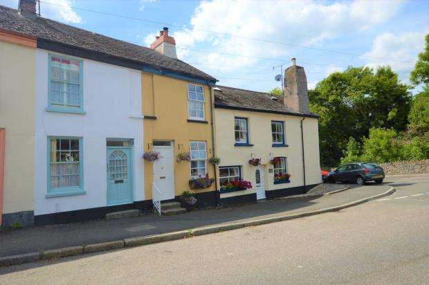 2 Bedrooms Terraced House for sale in Market Street, Buckfastleigh, Devon