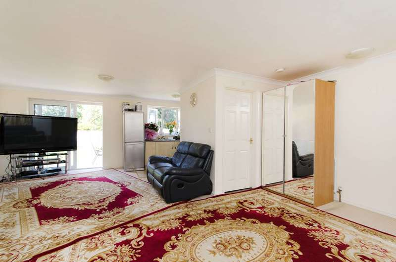 5 Bedrooms House for sale in Chantry Road, Harrow, HA3