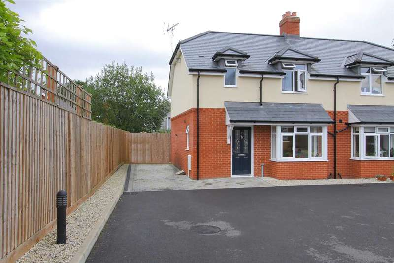 3 Bedrooms Semi Detached House for sale in Brinklow Close, Andover