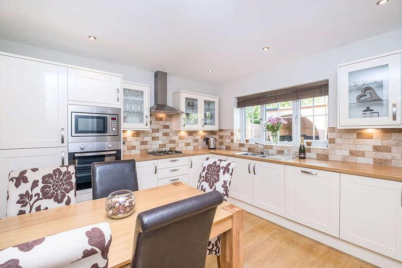 4 Bedrooms Detached House for sale in Breck Lane, Dinnington, Sheffield, S25