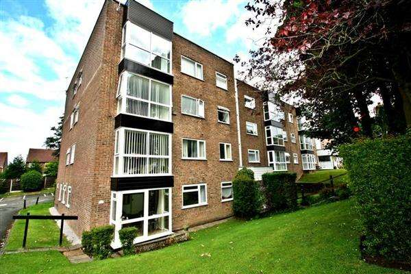 2 Bedrooms Apartment Flat for sale in Brentwood Court, Prestwich