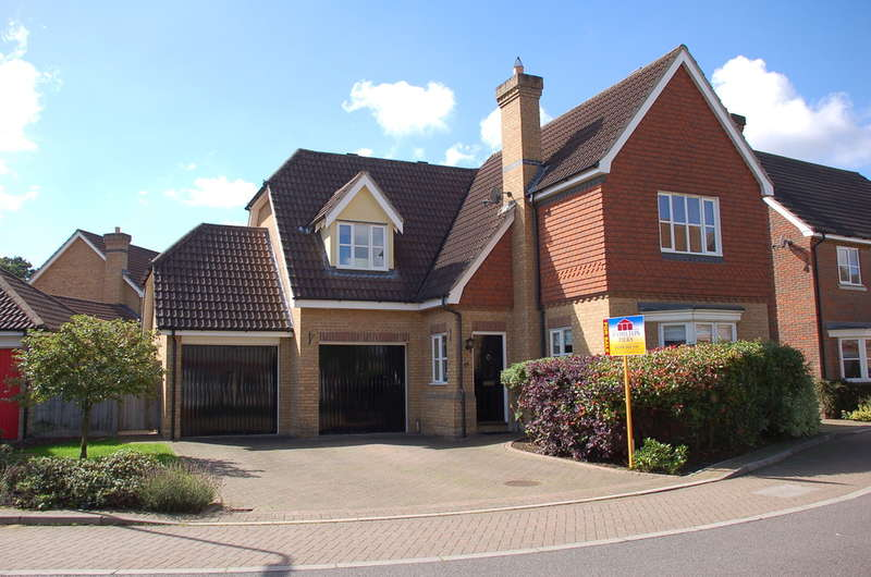 4 Bedrooms Detached House for sale in Harnham Drive, Great Notley, Braintree, CM77