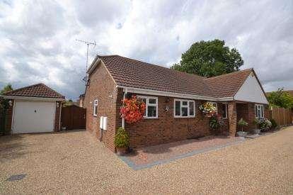 3 Bedrooms Bungalow for sale in Burnham On Crouch, Essex, Uk
