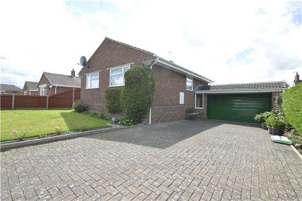 3 Bedrooms Detached Bungalow for sale in Woodmans Way, Bishops Cleeve, GL52 8DP