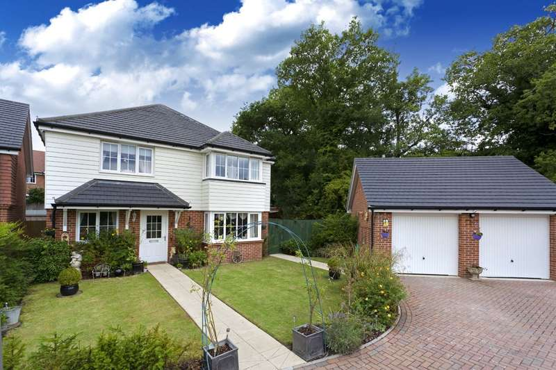4 Bedrooms Detached House for sale in Roman Lane, Southwater