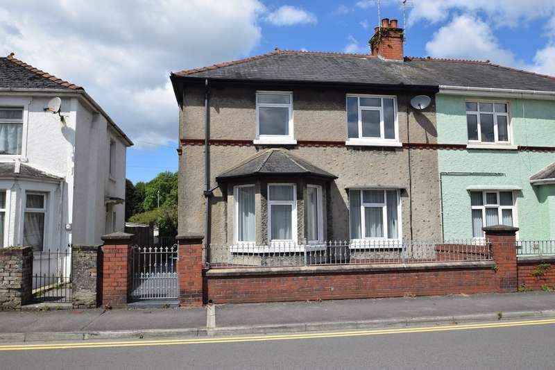 3 Bedrooms Semi Detached House for sale in 82 Sunnyside Road, Bridgend, Bridgend County Borough, CF31 4AF.