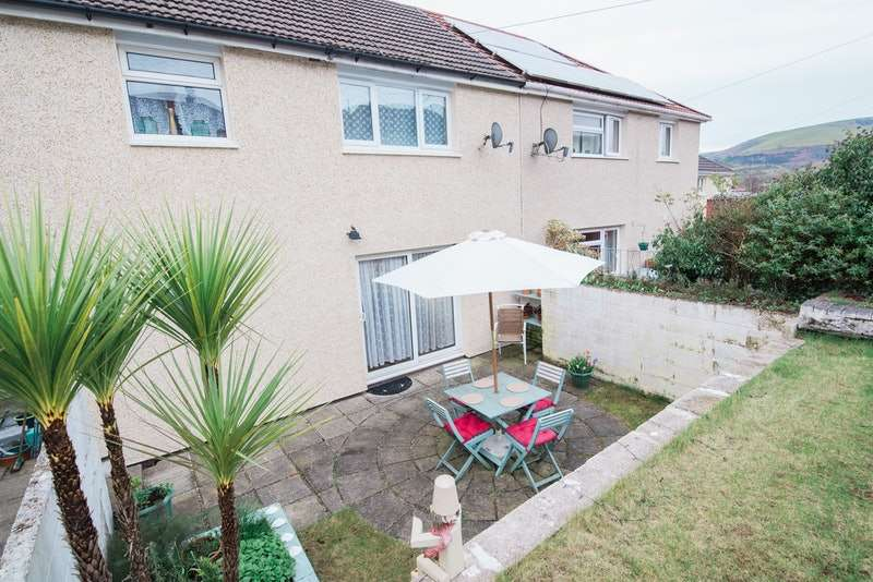 3 Bedrooms Semi Detached House for sale in Grovers Close, Pontypridd, CF37