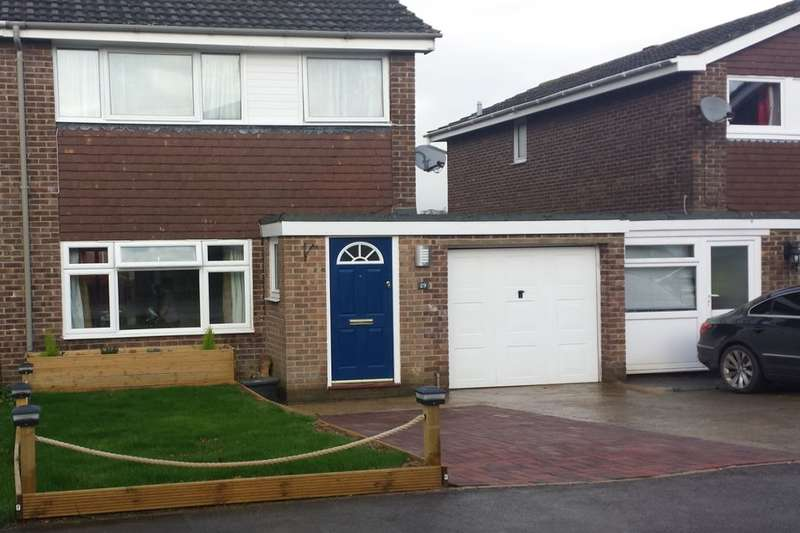 3 Bedrooms Semi Detached House for sale in Falcon Road, Calne, SN11