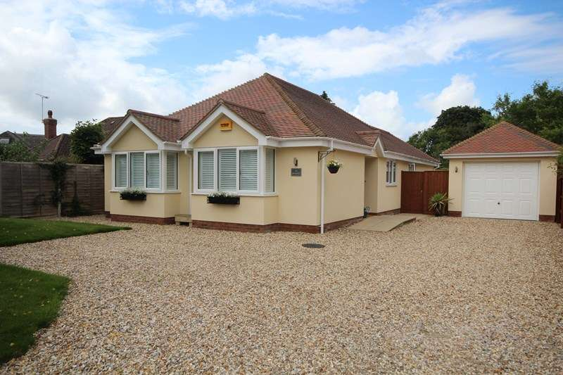 3 Bedrooms Detached Bungalow for sale in Highfield Road, Ringwood