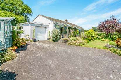 3 Bedrooms Bungalow for sale in Stokenham, Kingsbridge, Devon