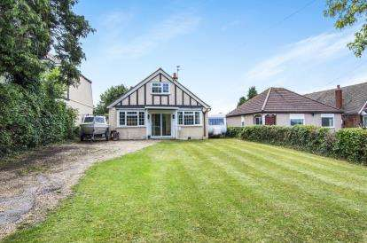 3 Bedrooms Bungalow for sale in Epping, Essex