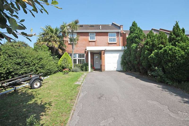 5 Bedrooms Detached House for sale in St. Georges Drive, Bransgore, Christchurch