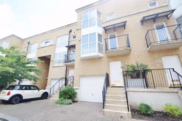 3 Bedrooms Terraced House for sale in Queen of Denmark Court, Greenland Passage, Surrey Quays, SE16