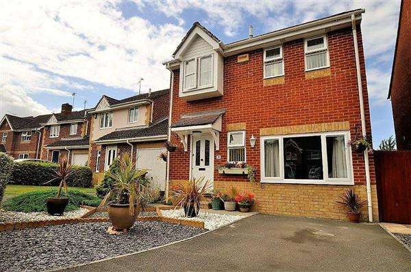 3 Bedrooms Detached House for sale in Ashford TN24