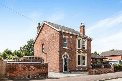4 Bedrooms Detached House for sale in North Road, Kingsholm, Gloucester, Gloucestershire