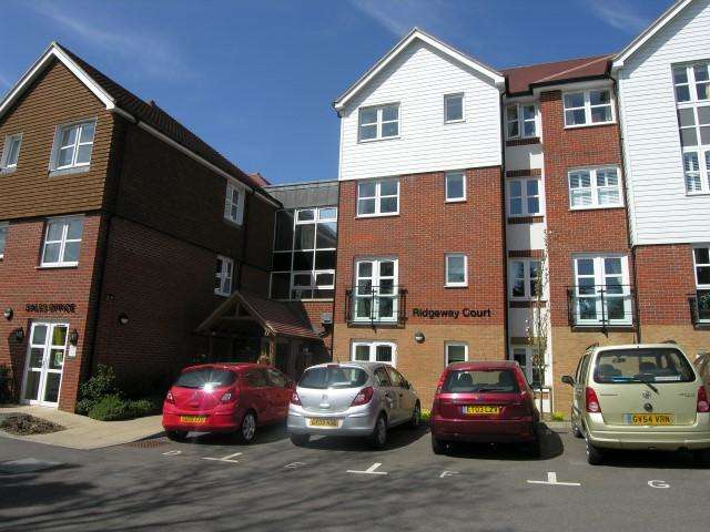 2 Bedrooms Flat for sale in Mutton Hall Hill, Heathfield, TN21 8NB