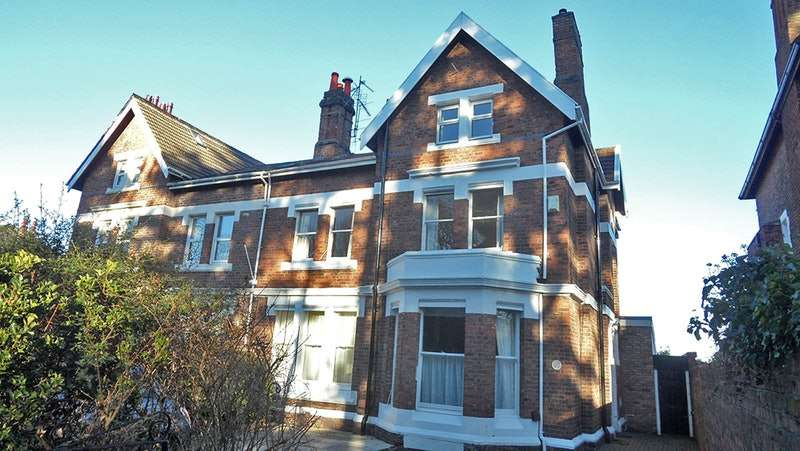6 Bedrooms Semi Detached House for sale in Boundary Road, Prenton, Merseyside, CH43