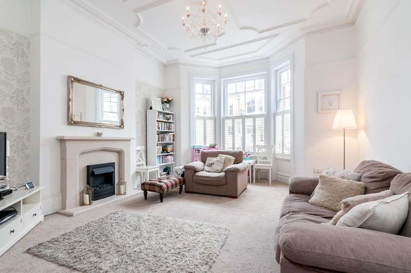 2 Bedrooms Flat for sale in Inglewood Road, West Hampstead