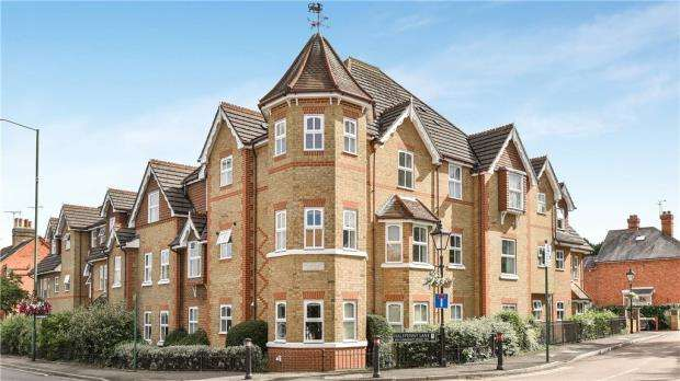2 Bedrooms Apartment Flat for sale in Sovereign Court, Sunningdale, Berkshire