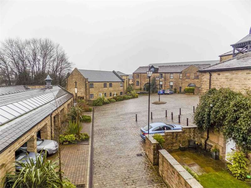 2 Bedrooms Apartment Flat for sale in Kiers Court, Horwich, Bolton, BL6