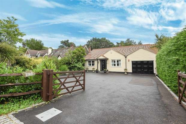 3 Bedrooms Detached Bungalow for sale in Nine Mile Ride, FINCHAMPSTEAD, Berkshire