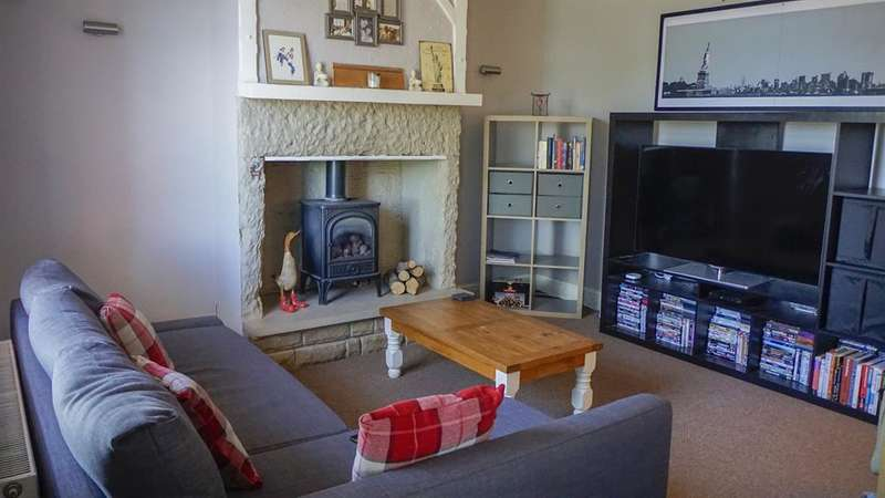2 Bedrooms Terraced House for sale in Upper Quarry Road, Huddersfield, HD2 1XF