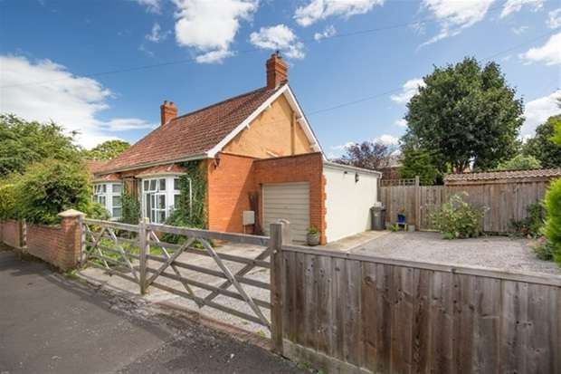 4 Bedrooms Detached House for sale in Park Road, Street