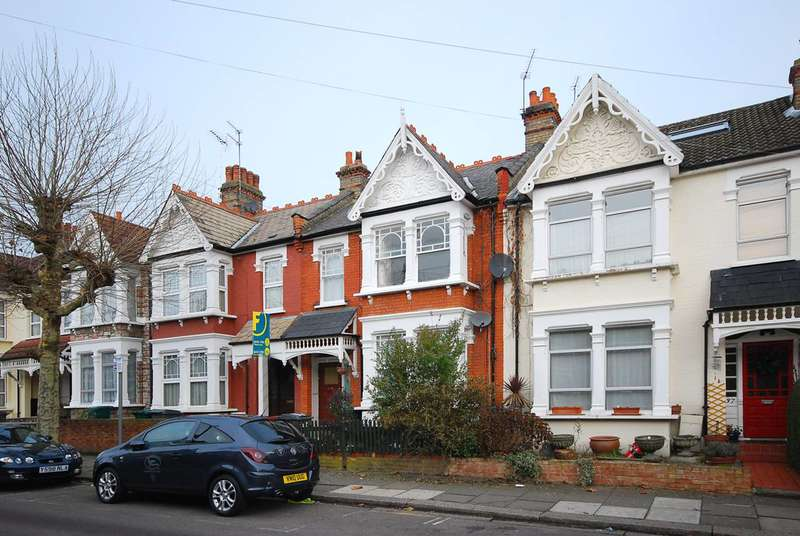 2 Bedrooms Flat for sale in Churchfield Avenue, Finchley, N12