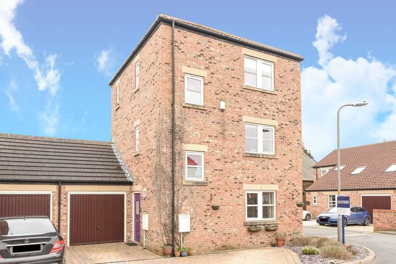 4 Bedrooms Link Detached House for sale in Chapel Close, leeds, North Yorkshire, LS24