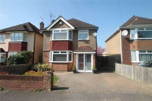 3 Bedrooms Detached House for sale in Short Lane, Staines-upon-Thames, Surrey