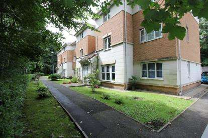 2 Bedrooms Flat for sale in Christy Close, Hyde, Tameside, Greater Manchester