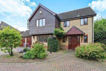 4 Bedrooms Detached House for sale in Attleborough, Norwich, Norfolk