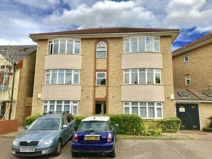 1 Bedroom Flat for sale in 30 Springfield Drive, Ilford, Essex