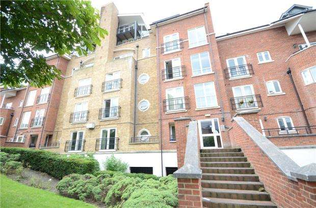 2 Bedrooms Apartment Flat for sale in Aveley House, Iliffe Close, Reading