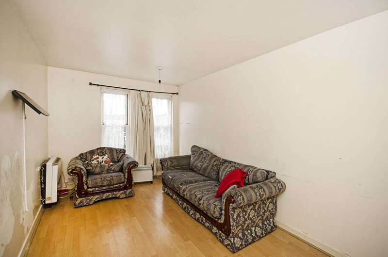 2 Bedrooms Flat for sale in Leabank Square, Hackney Wick, E9