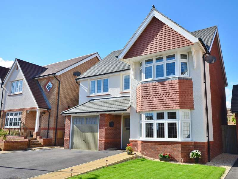 4 Bedrooms Detached House for sale in Upland Drive, Trelewis, CF46