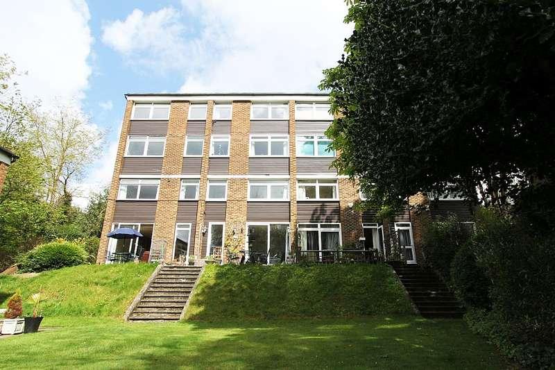 3 Bedrooms Maisonette Flat for sale in Ross Court, Lubbock Road, Chislehurst, London, BR7 5JP