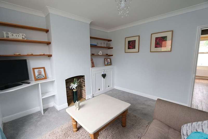 3 Bedrooms End Of Terrace House for sale in Seaford Road, Wokingham, Berkshire, RG40 2EJ