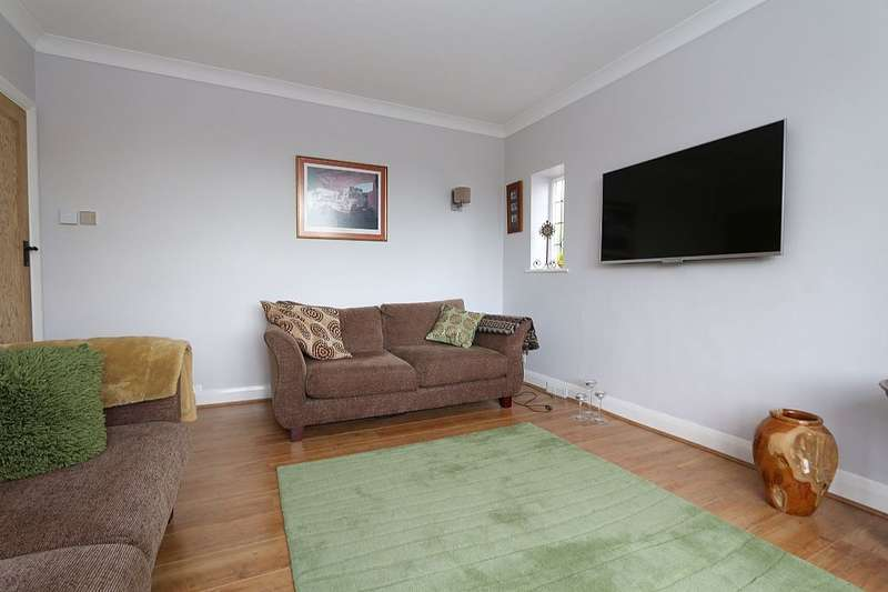 3 Bedrooms Semi Detached House for sale in Slades Rise, Enfield, London, EN2