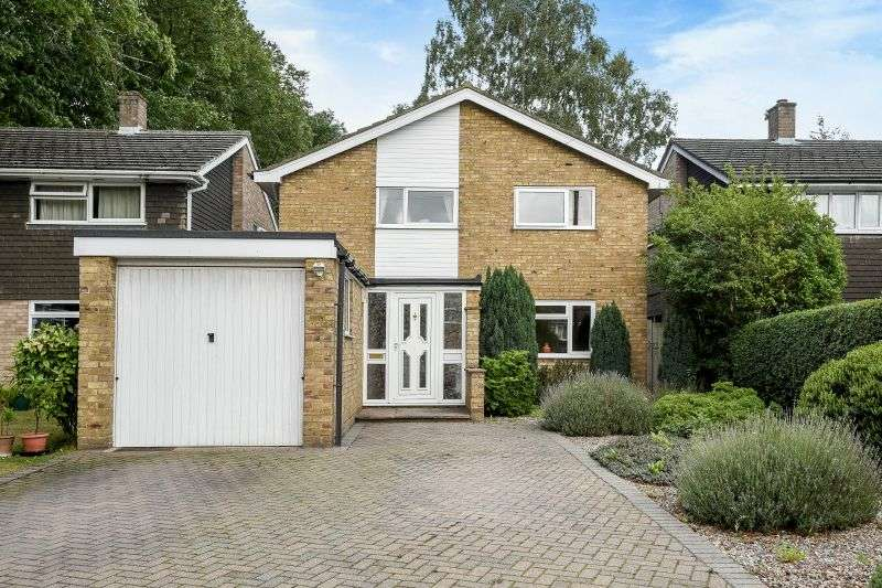4 Bedrooms Detached House for sale in Drakes Drive, Northwood