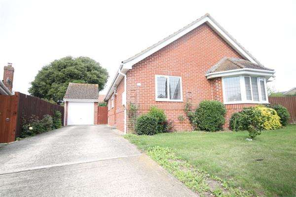 3 Bedrooms Bungalow for sale in Brookvale, St Osyth
